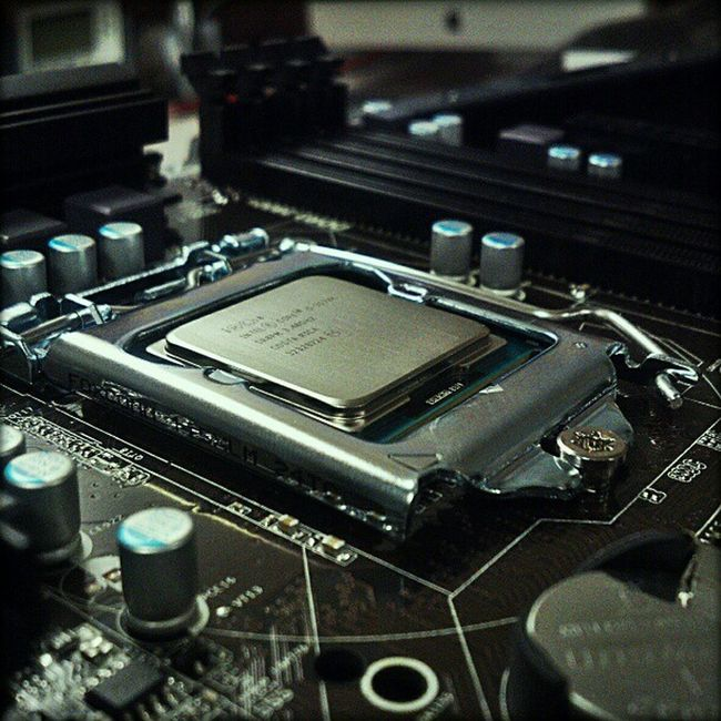 Trying this again... Intel 3570k Building CPUPorn Hour42