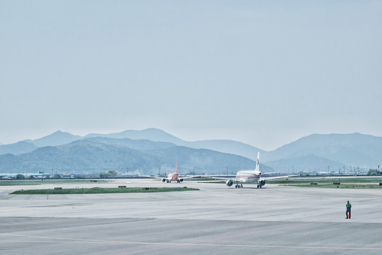 Korea Photos Airplane Taxiing Runway Airport Landscape Taking Photos Travel Landscape_Collection In The Terminal Streamzoofamily