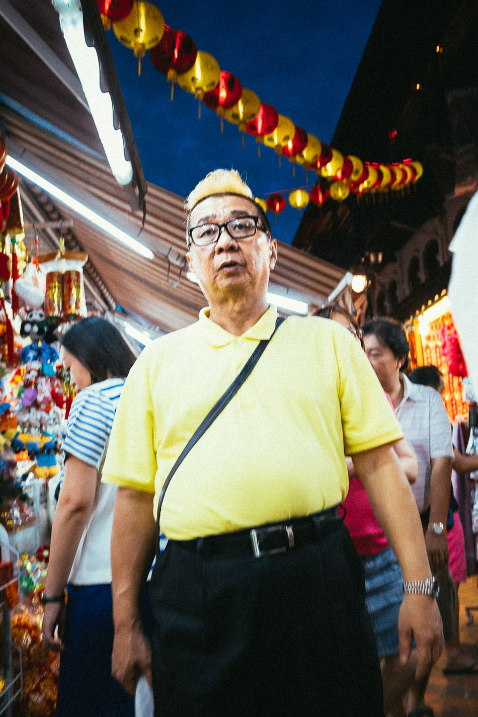 Chinatown, SGP. 2016 © Chit Min Maung http://www.cmmaung.me/ Casual Clothing Chinatown Cmmaung Cmmaung.me Gr Lifestyles Portrait Real People Ricoh Street Streetphoto_color Streetphotography