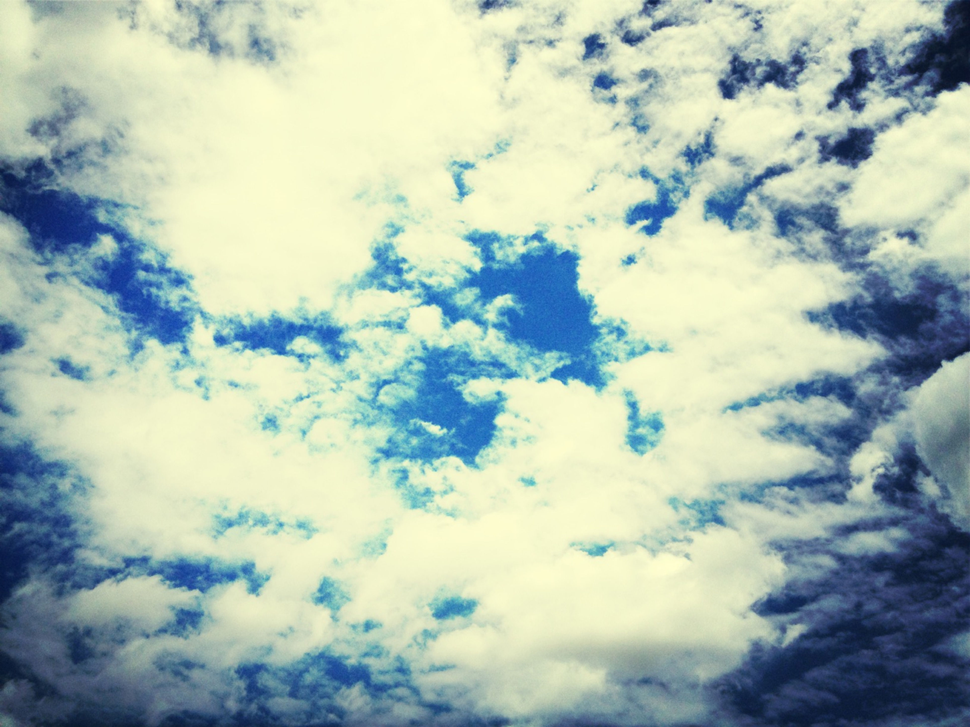 low angle view, sky, sky only, cloud - sky, backgrounds, beauty in nature, tranquility, full frame, cloudy, nature, scenics, cloudscape, tranquil scene, white color, blue, cloud, idyllic, day, fluffy, outdoors