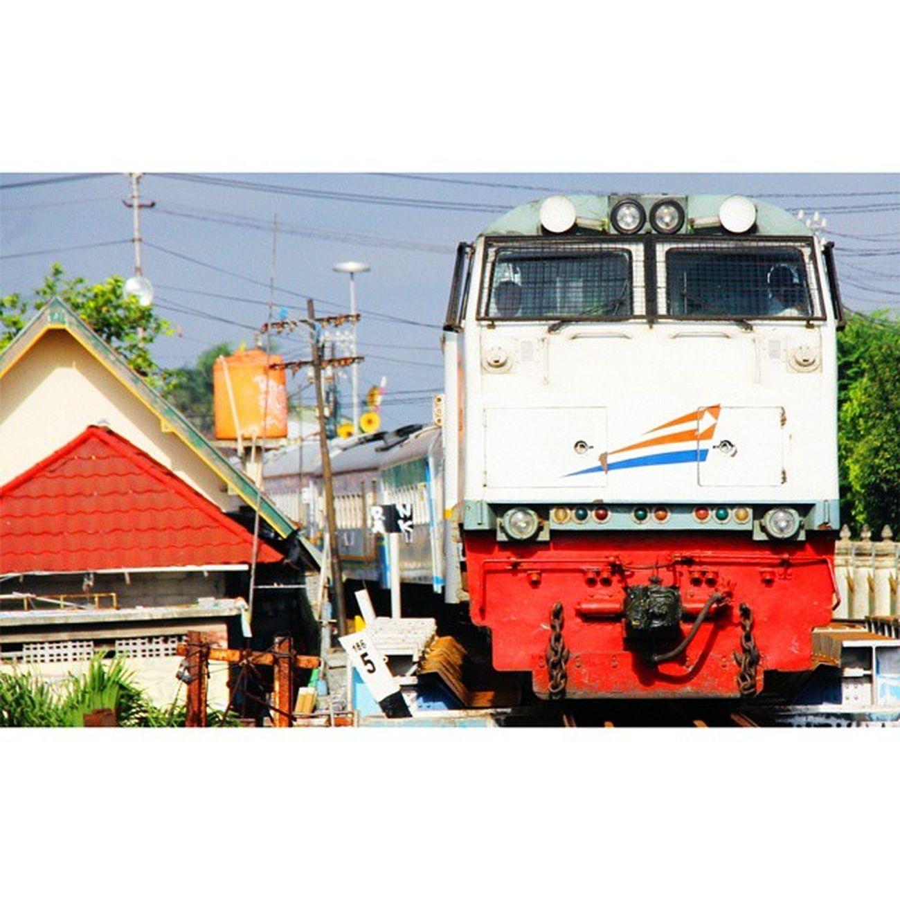 KA MALIOBORO EKSPRES (YOGYAKARTA - MALANG PP) Railwayphotography Railfans Rail Spoor kereta keretaapi keretaapikita photography yogyakarta instagram