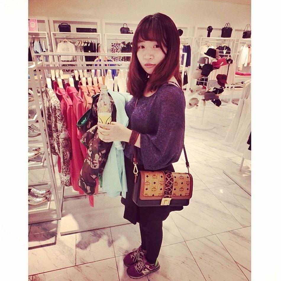 Sunday Squaready Weekend Shopping Instamood instagirl beijing beijinggirl me followme mcm ur urbanrevivo gate8 zhongguancun 쇼핑 베이징 종관춘 주말 일요일 新中关 北京