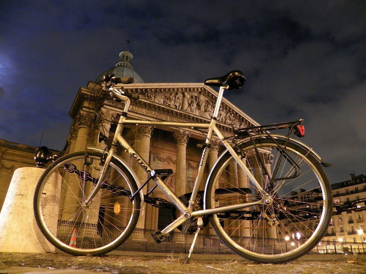 Oldpicture Street Photography Paris EloediLo Tadaa Community EyeEm Best Shots Paris By Night Paris Mon Amour Urban Exploration Bike