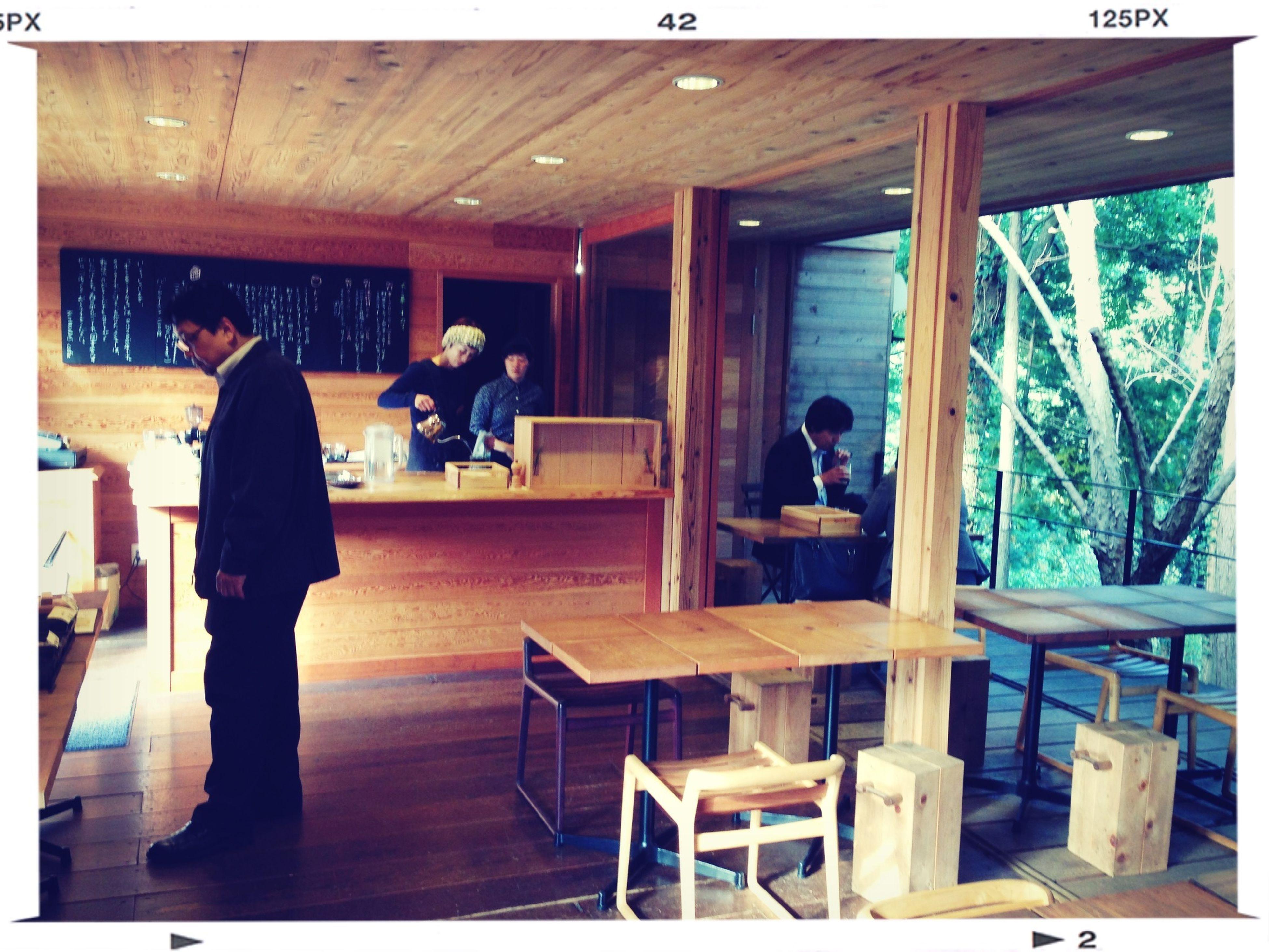 絵本の中のカフェみたいな素敵なカフェ。森に繋がってる。 Relaxing Meeting Friends