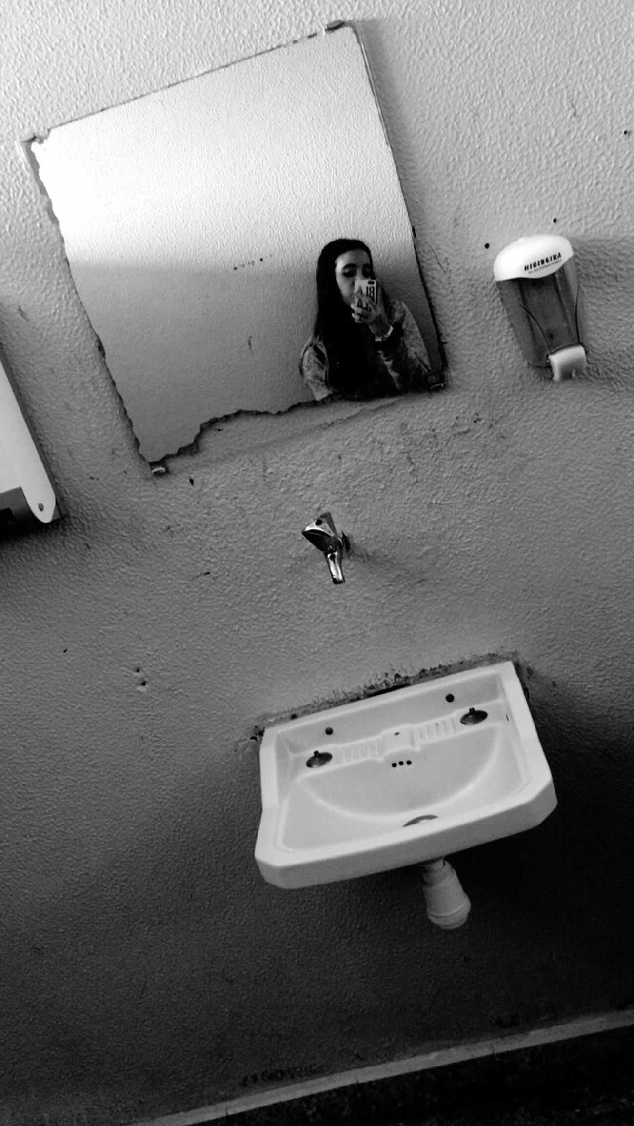 broken bathroom mirror broken mirror eyeem 12173