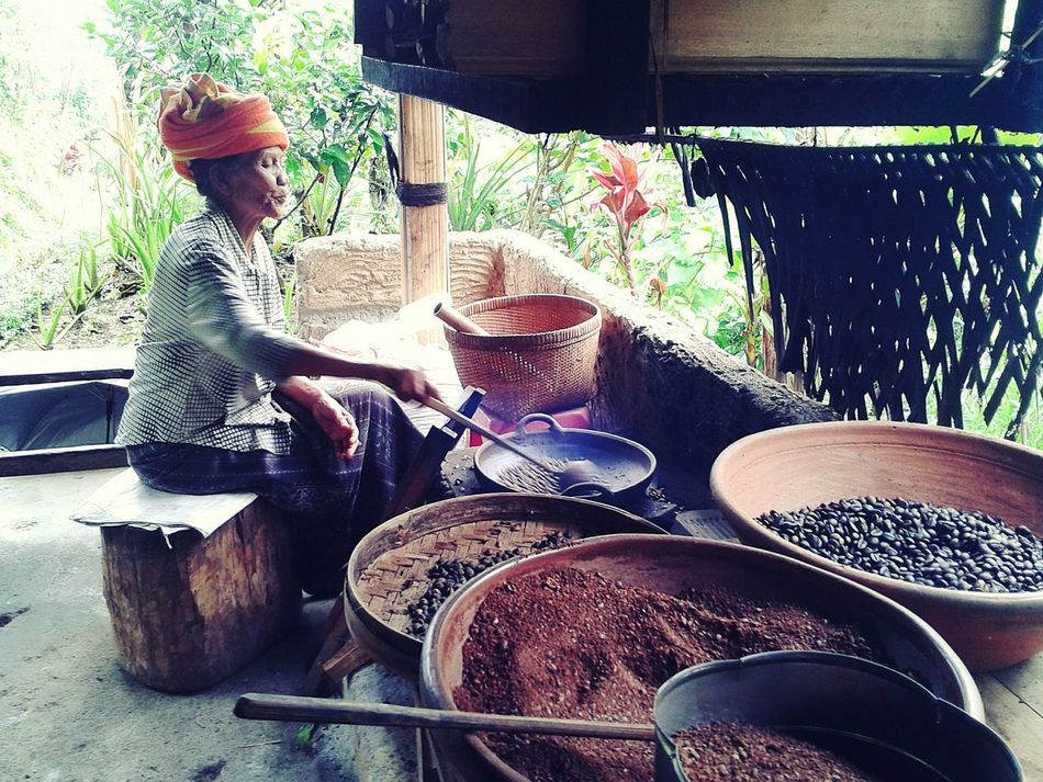 Real People Luwak Coffee Indonesia_photography Indonesia Scenery Bali Island Workplace Womanity
