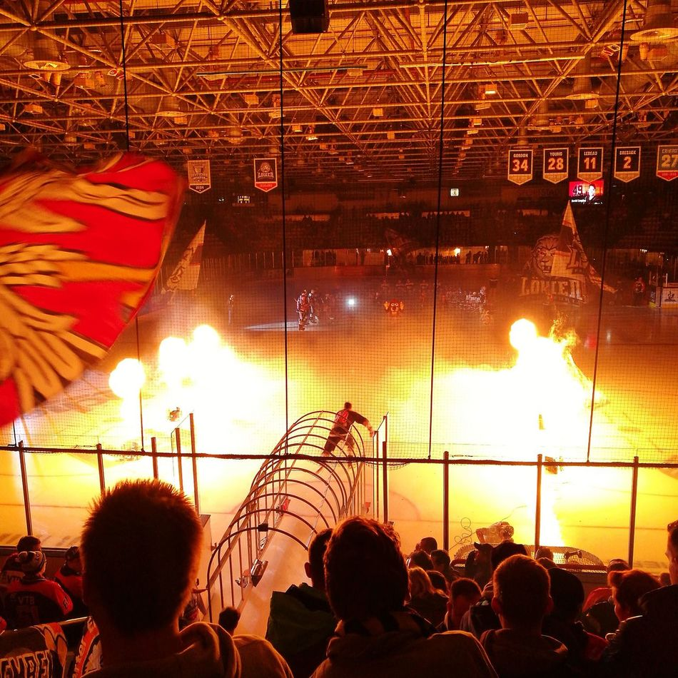 Heimspiel Löwen Frankfurt. Saison 2016/2017. Eishockey Löwen Frankfurt Del2 Frankfurt Hockey Germany Stadion Stadium Fire Pregame Show Deutschland First Eyeem Photo Audience Sport Sports Eishockey HuaweiP9 Leicacamera