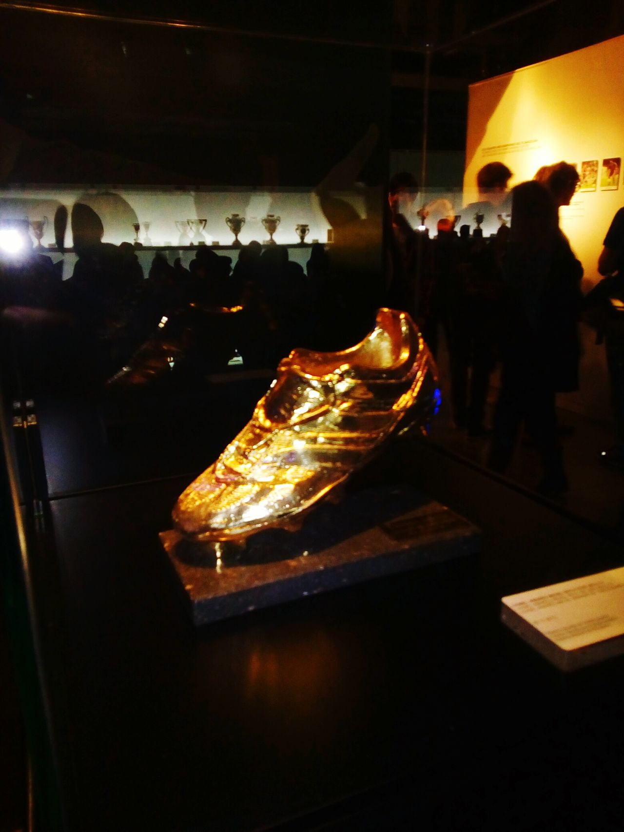 Cameraphone Goodmorning Taking Photos Darkness And Light Museu Camp Nou Golden Boot He Visto La Luz