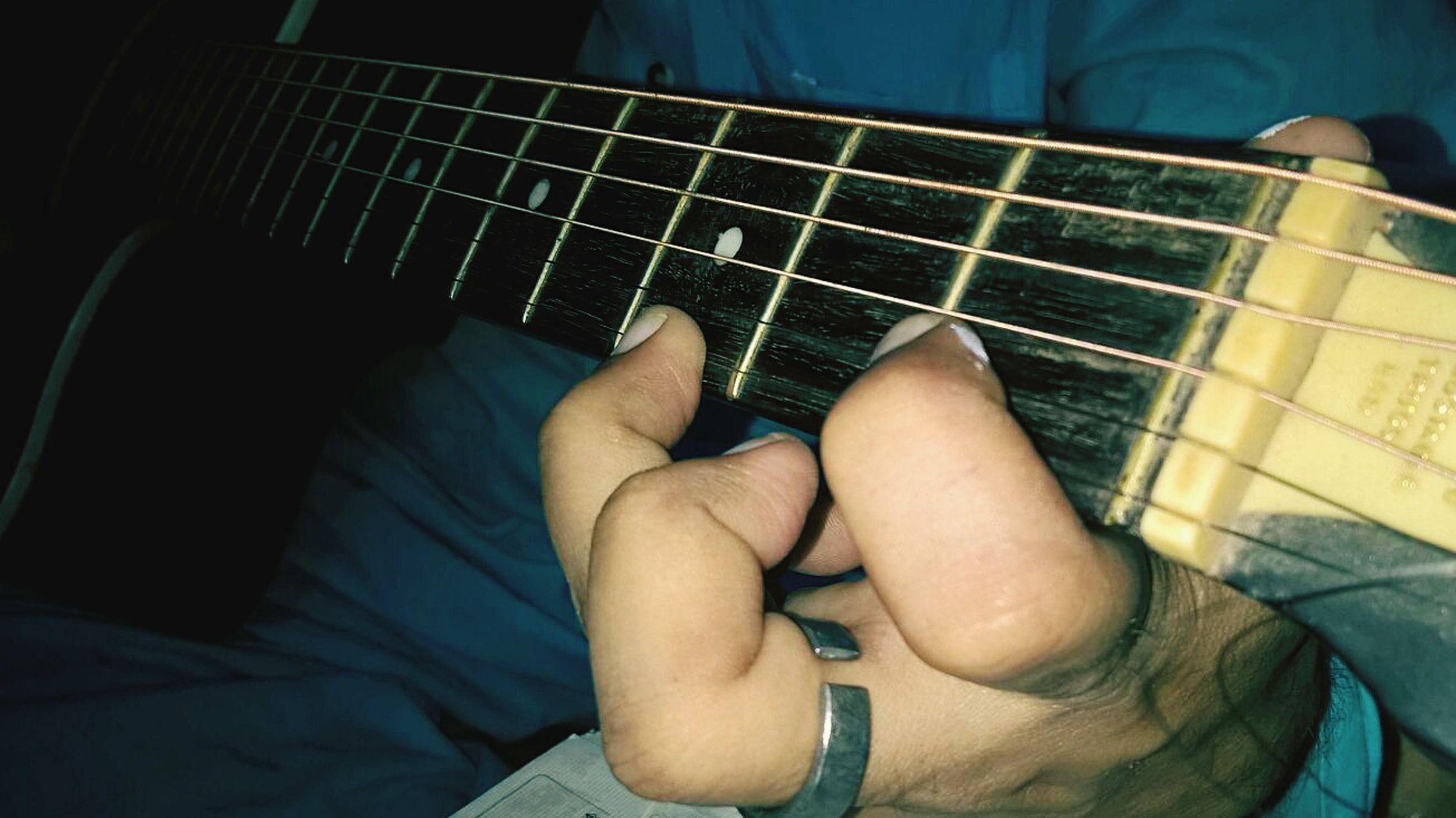 vintage_guitar Guitarstrigs