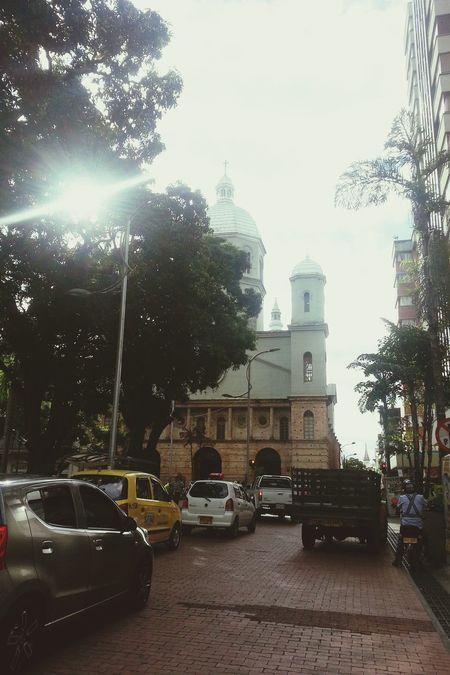 Sunny day. Dia caluroso en Laperla Pereira Church Catedral