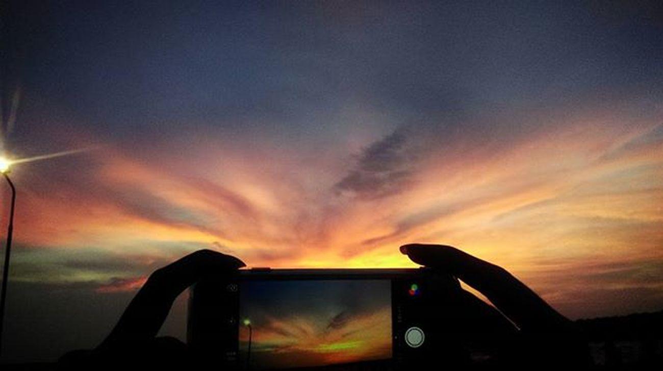 Climaxxxx สาดดดด ดีใจจังงงง ไม่คาดหวังก็ไม่ผิดหวังจิงๆ ...😀😀 Nofilter Lmsky Sky Twilight Sea Sea And Sky IPhone Iphone6 IPhoneography Iphonephotography