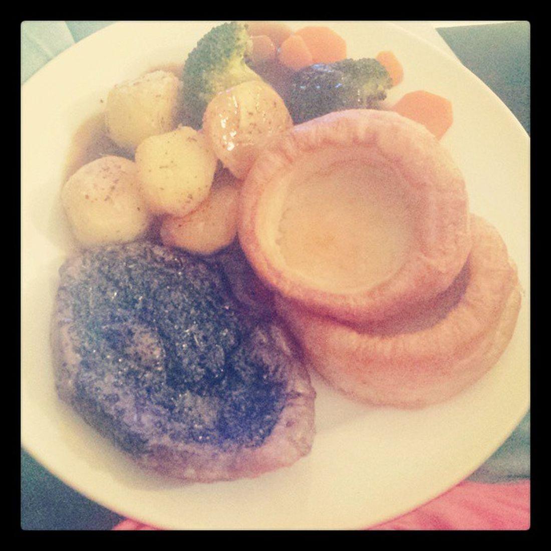 First meal using the oven! Lamb Roastpotatoes Gravy Vegetables Thursdayroast Mmmmm