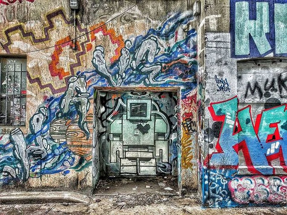 Lovebot in The6ix @AppLetstag Lovebot Toronto Streetart Graffiti Robot Torontograffiti UrbanART Graffitiart Torontoart Art Street Urban Snapseed Nexus6P
