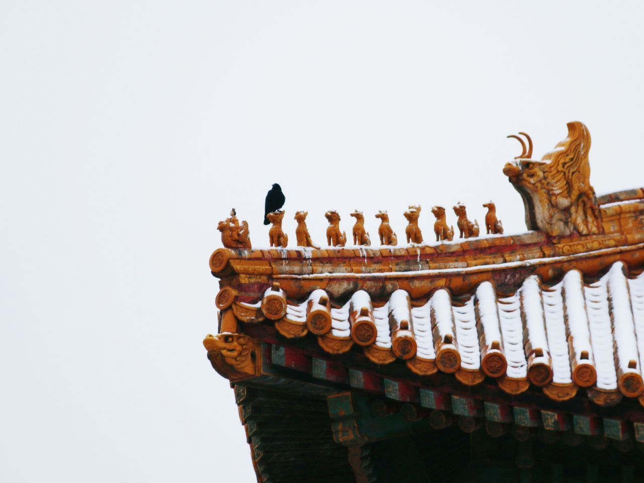 animal representation, sculpture, clear sky, architecture, copy space, low angle view, no people, statue, history, built structure, roof, day, building exterior, outdoors, sky, dragon, chinese dragon