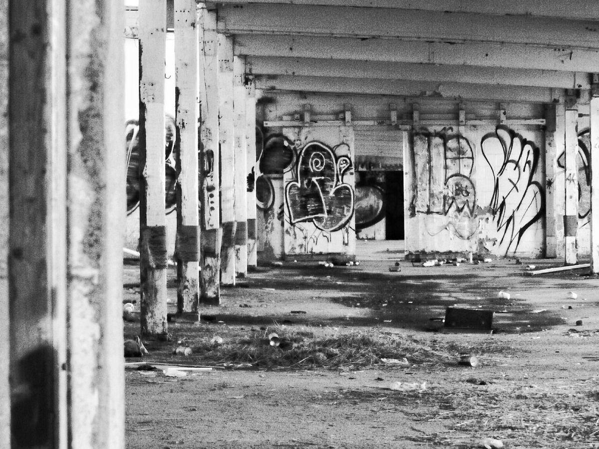 Black & White Urbex_rebels Urban Exploration Graffiti EyeEm_abandonment Urbex Wandering Black And White Abandonment Abandoned