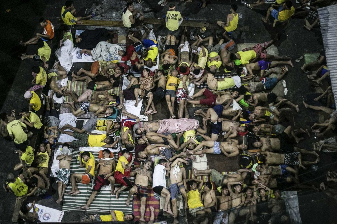 Inmates sleep on the ground of an open basketball court inside the Quezon City jail, Philippines. The population at the jail peaked at 4000. It has a maximum capacity of 800. Photojournalism The Photojournalist - 2017 EyeEm Awards The Human Condition