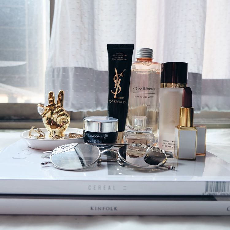 Somewhere between I'm savingmy money and I deserve nice things. Ysl Tomford Cosmetic Cosmetics Cosmetics & Glamour Muji Stylish Whywhiteworks Whiteaddict White Background White Cereal Cerealmag Handsinframe Lancome Missdior Jewelry Jewellery Jewels Fashion Beauty Picoftheday