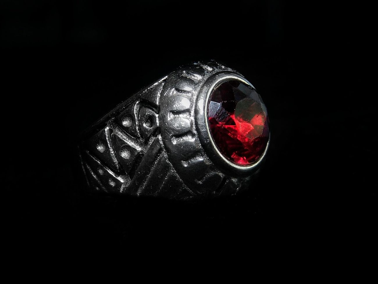 I like this one 🔥 Lux Expensive Ring Ruby Jewerly Casablanca Morocco Nikon Snapseed Walpaper