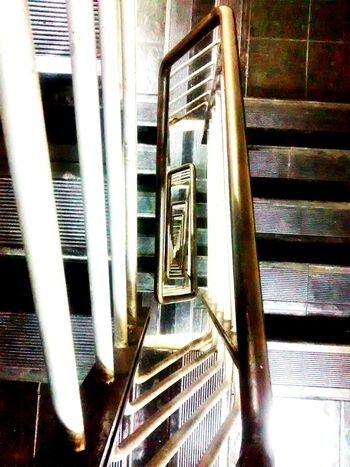 18 floor Geometric Shapes Walking Around Taking Photos Stairs Motorolamotog Motorolaphotography Mobile Photography Mobilephotography Endlessness