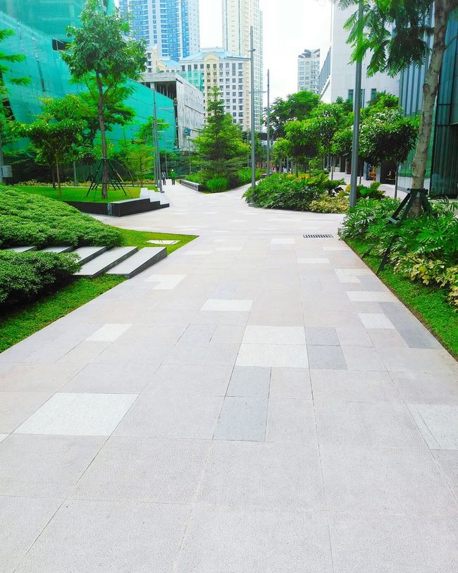 TakeoverContrast Bonifaciohighstreet Architecture Green Outdoors Park - Man Made Space