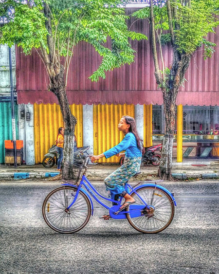 Bicycle Transportation Cycling Mode Of Transport Riding One Person Outdoors People Indonesian Humaninterestindonesia Humaninterestphotography Humaninterest Transportation