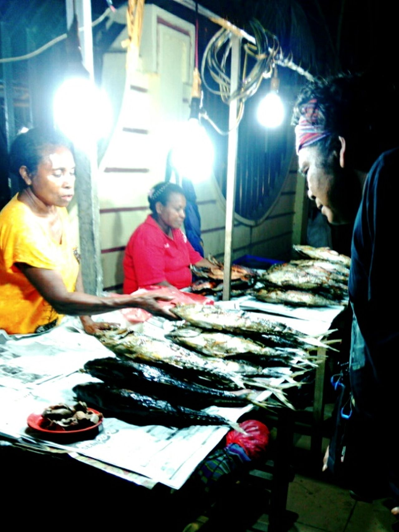 Beautifully Organized Snap A Stranger EyeEm Best Shots Taking Pictures Hello World The Week Of Eyeem EyeEmBestPics TakeoverContrast The Great Outdoors - 2016 EyeEm Awards The Portraitist - 2016 EyeEm Awards Papua Indonesia  Night Photography Fish Market Night Shot Night Market