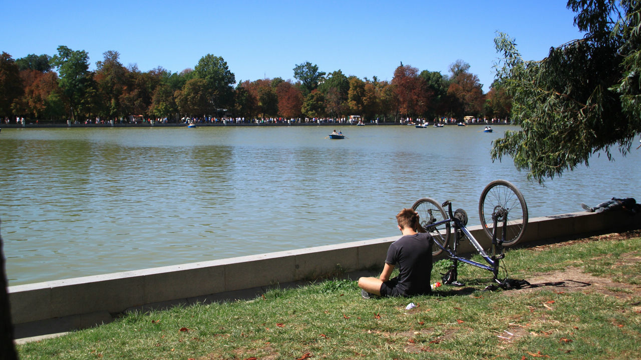 Outdoors Lake Full Length Water People One Person Day Adult Enjoy The New Normal Sky Check This Out EyeEm Gallery Madrid Spain Madrid Retiro Park El Retiro, Madrid El Retiro Bycicle Enjoying The Sun Cyclinglife Snap a Stranger