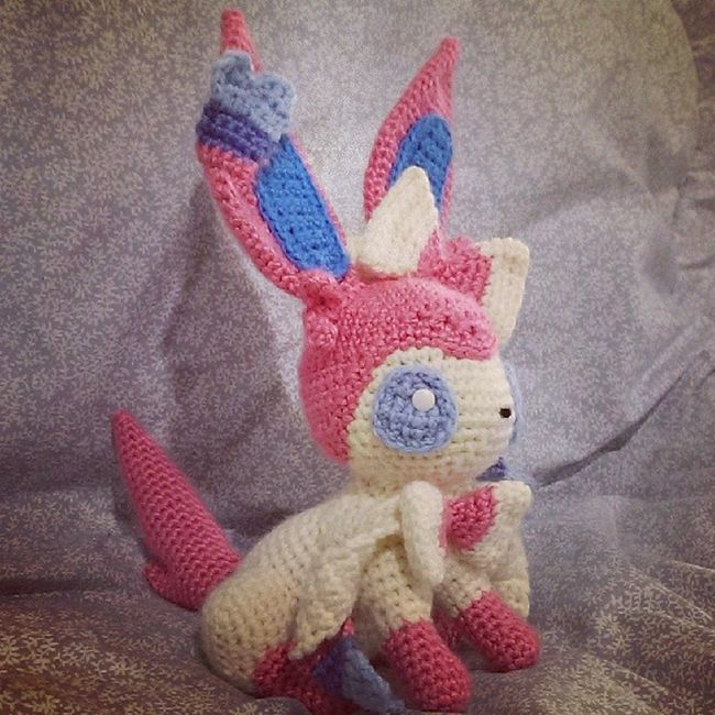 A soothing aura emanates from Sylveon's ribbon-like feelers. Here is my second go at Sylveon. I didn't write down the pattern the first time around but I think this one is a better representation anyway. If you'd like the pattern for the tail and ears (what I thought was trickiest), check out sirpurlgrey.deviantart.com. Sylveon Pok émon Nintendo Pokemoncrochet pokemonamigurumi  crochet amigurumi crafternoon handmade tamillivanilli