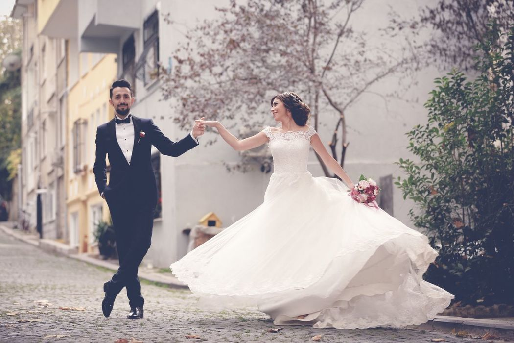Wedding Bride Wedding Dress Two People Bridegroom Togetherness Love Celebration Full Length Wife Men Dedication Adults Only Wedding Ceremony Newlywed Husband Tree Happiness People