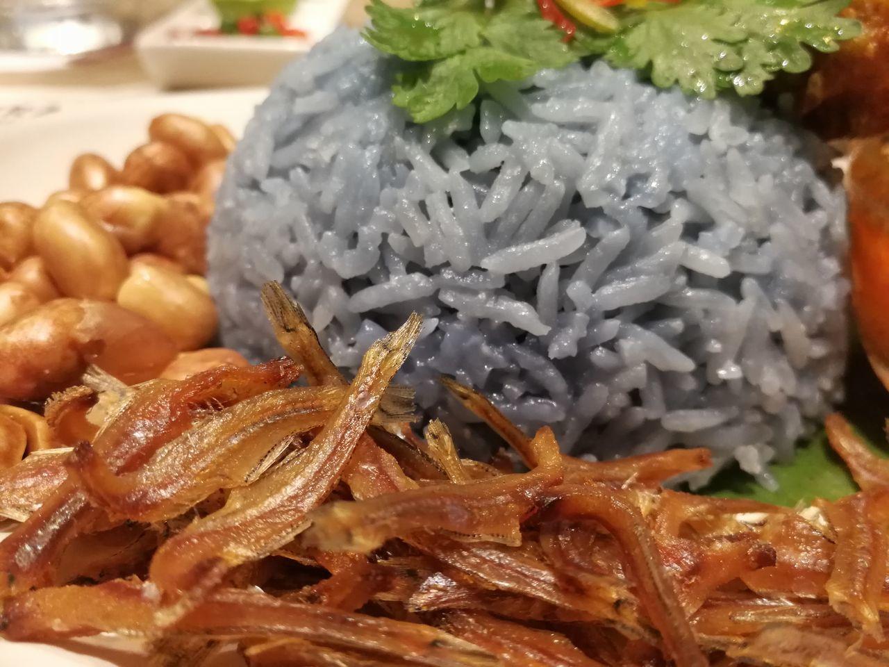 Nasi Lemak (ข้าวยำ เสิร์ฟพร้อมไก่ทอด) Food Nasi Lemak Cafe อาหาร ข้าว First Eyeem Photo