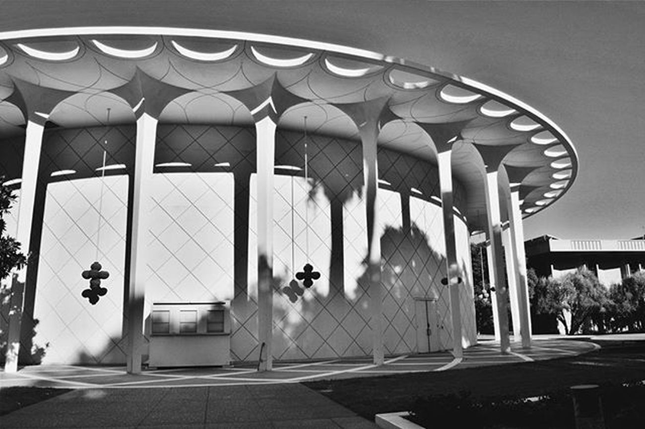 Caltech Blackandwhite Bnw Bnw_life Bnw_captures Bnw_society Bnw_planet Bnw_photo Auditorium California Architecture Columns Circles Perspective Nikon D3300
