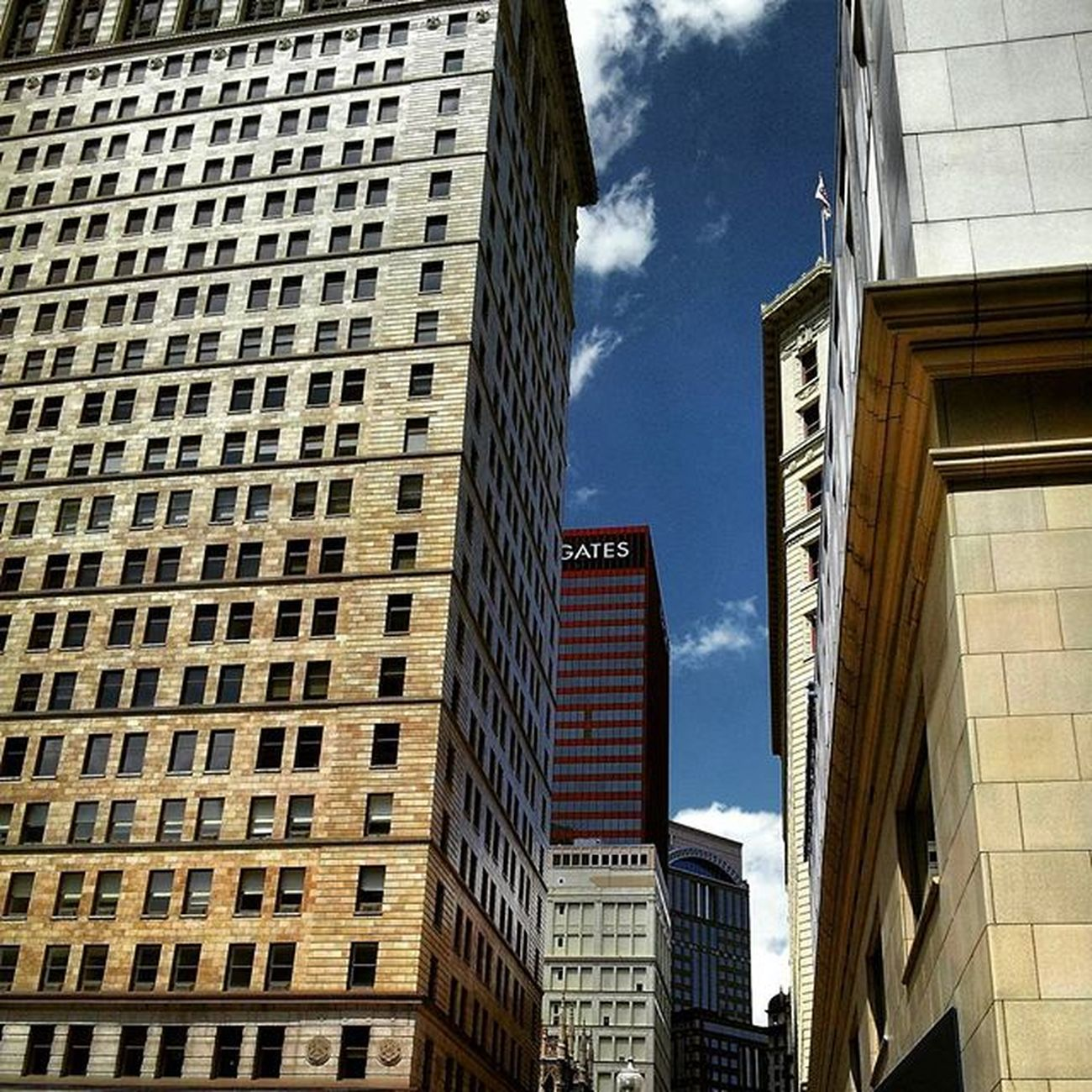 Downtown. ▫ Moodygrams 412 PGH Steelcitygrammers Pittsburgh Street Buildings Agameoftones Igers Mood Tones Vibes Photo Streetphotography Photooftheday Imaginatones Moodygrams Urbangathering Shine Afternoon Sunshine Spring Photography Underrated ArchiTexture
