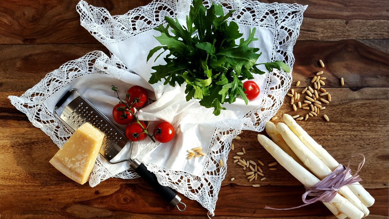 Mein Mittagessen... Fruit Food Food And Drink Healthy Eating Leaf Freshness No People Table Tomatoes Salad High Angle View Pine Nuts Asparagus Asparagus Season Wooden Healthy Lifestyle Healthy Food Healthy Still Life Indoors  Day Parmeggiano Parmesan Cheese Parmesan Cheese
