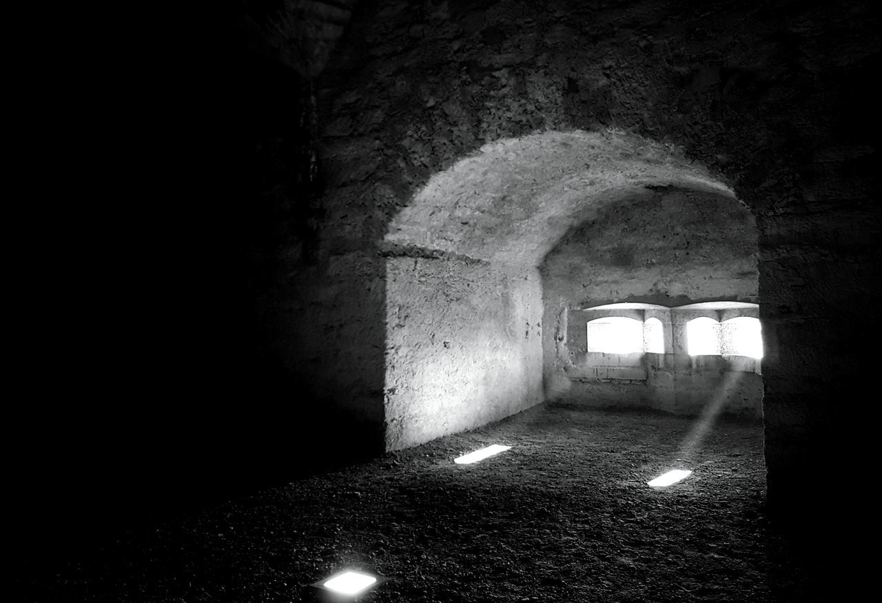 Arch Indoors  Built Structure No People Architecture Monochrome Photograhy Illuminated Taking Photos Blackandwhite Photography Light And Shadow Mypointofview Black&white Architecture_collection EyeEm Black&white! Old Architecture Old Buildings Black & White Munot Architecture Building Exterior Old House Monochrome _ Collection Cultures Castle View  Silhouette