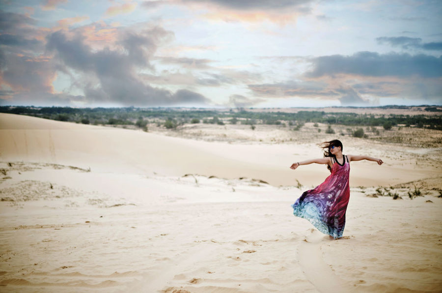 Let it go! Beauty In Nature Cloudy EyeEm Best Edits EyeEm Best Shots Freedom Freedoom  Leisure Activity Lifestyles Sand Sand Dune Sand Dunes Scenics Tranquil Scene Vacations sWanderlust tWomen nWomen Who Inspire You uFashion nSwag gColour Of Life ePeople And Places s Long Goodbye