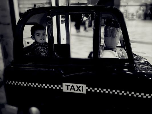 taxi! at parla, madrid by Noelia