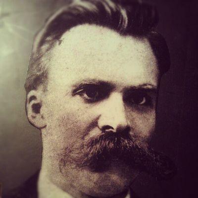 Eski bıyıklı halim... Nasılım? Nietzsche'ye benziyorum hafiften... :)