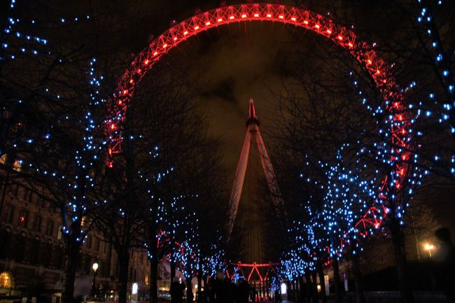 Enjoying Life London London Eye Londonatnight Nightphotography Redandblue
