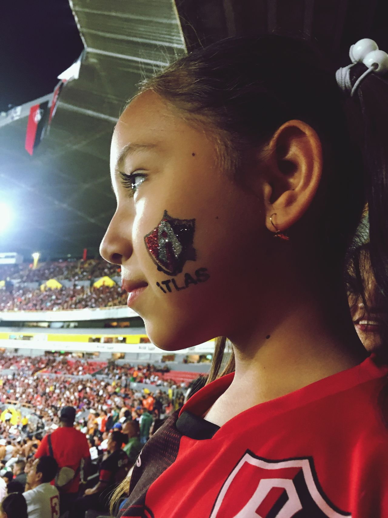 Fan - Enthusiast Arts Culture And Entertainment Leisure Activity Real People Lifestyles Crowd Stadium Night Young Women Large Group Of People Audience Outdoors People My Team Atlas Soccer Niece 💕 IPhone Disfrutando De La Vida pasión rojinegra ❤️🖤