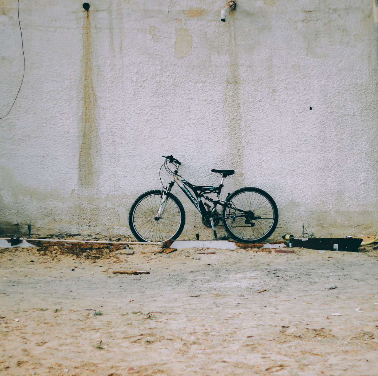 // 🚲 // AMPt AMPt_community Architecture Bicycle Bicycles Cycling Day Dubai EyeEm EyeEm Best Shots EyeEm Gallery Fragility Minimalism No People Outdoors Shootermag Silence Street Photography Streetphotography Tranquil Scene Tranquility Transportation UAE