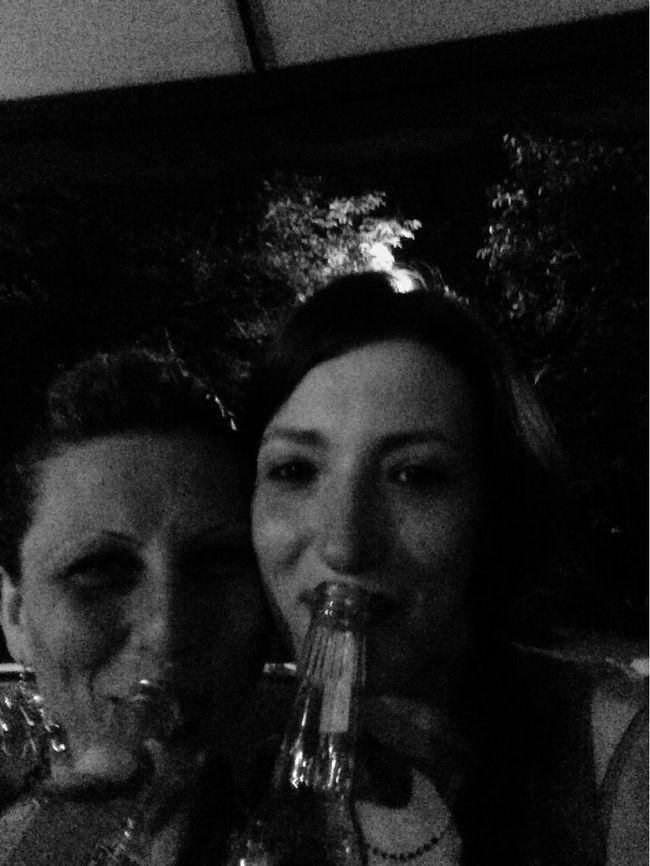 Sorseggiando birra e chiacchierando... Chissà di cosa 😂😂😂 @LaJè