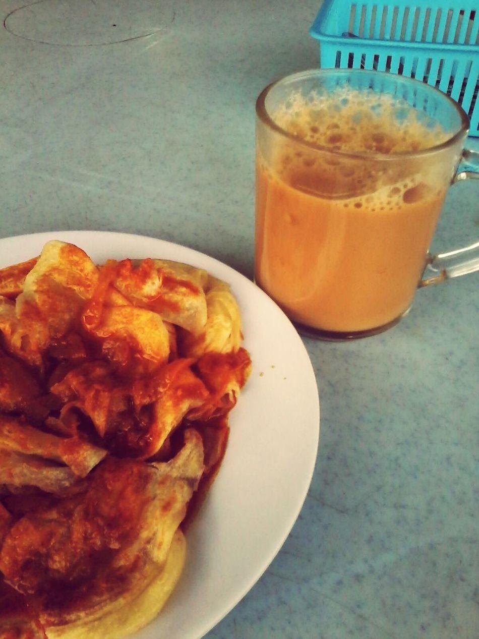 Malaysian culture..breakfast time Roticanai+tehtarik