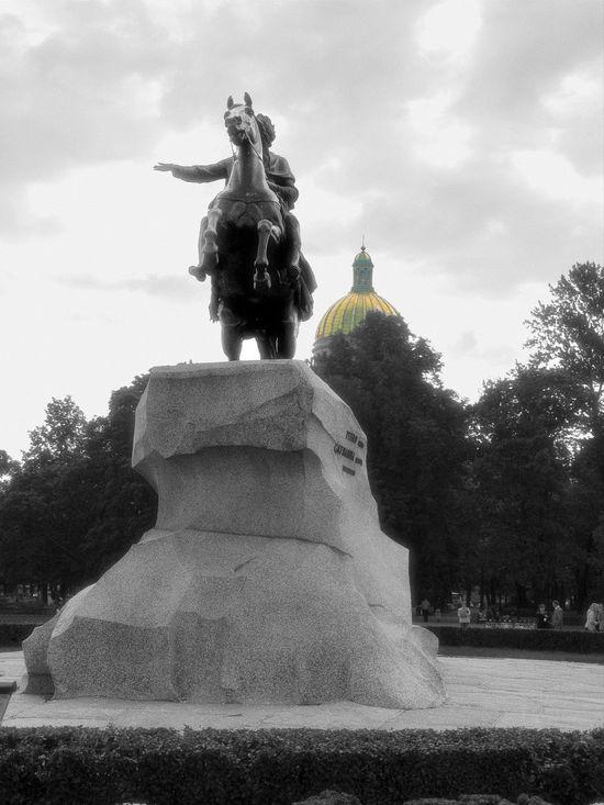 Cloud - Sky Human Representation Low Angle View Pedestal Peter The Great Saint Petersburg Sculpture Statue