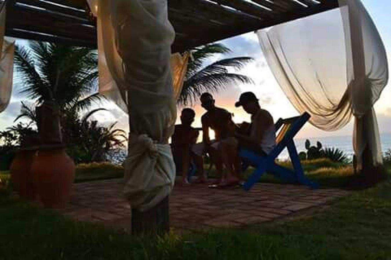 """Domingo de manhã. """"Hoje o sol mostrou toda beleza, clareando o dia, levantando o astral. De tanta luz surgiu uma pensamento bom: celebrar o reggae e a vida."""" Em Lagoa Azeda, Alagoas."""