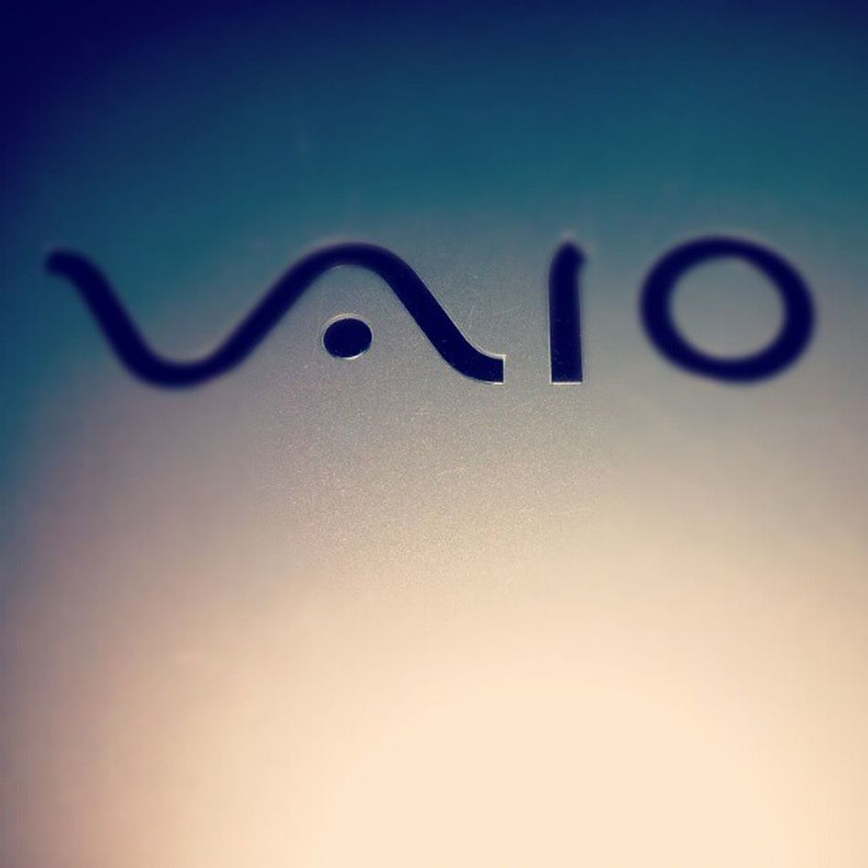 Sony VAIO White I3 Intel 13inch American Microsoft Adobe Movies Music Games Apps
