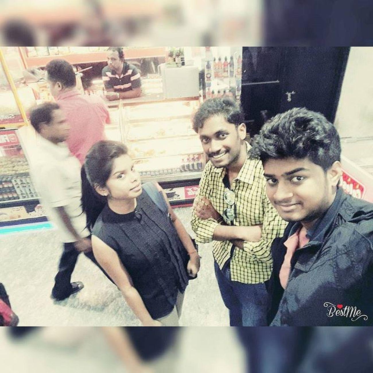 ●|| That awesum moment when you unexpectedly meet your 10th se 11th hone ke mele main bichde hue Friends :) ||● Smruti Nandi x'D Har_ek_frnd_kamina_hota_hai :p Bhubneshwar Much_fun