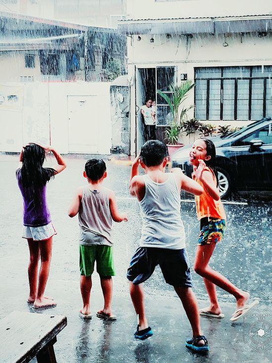 Unang tikim ng tag-ulan. Innocence Of A Child Outdoors Leisure Activity Rainy Days☔ Childhood Memories Friendship Childhood Innocence Childhoodmemories Rain Drops Togetherness
