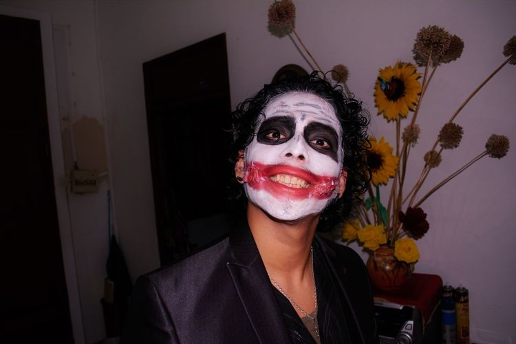 Face Paint Halloween Halloween Halloween EyeEm Halloween Horrors Halloween_Collection Hallowen Joker Joker Halloew Looking At Camera One Person Portrait Real People Remenber Jo Smilig Smiling :) Smiling Face Young Adult