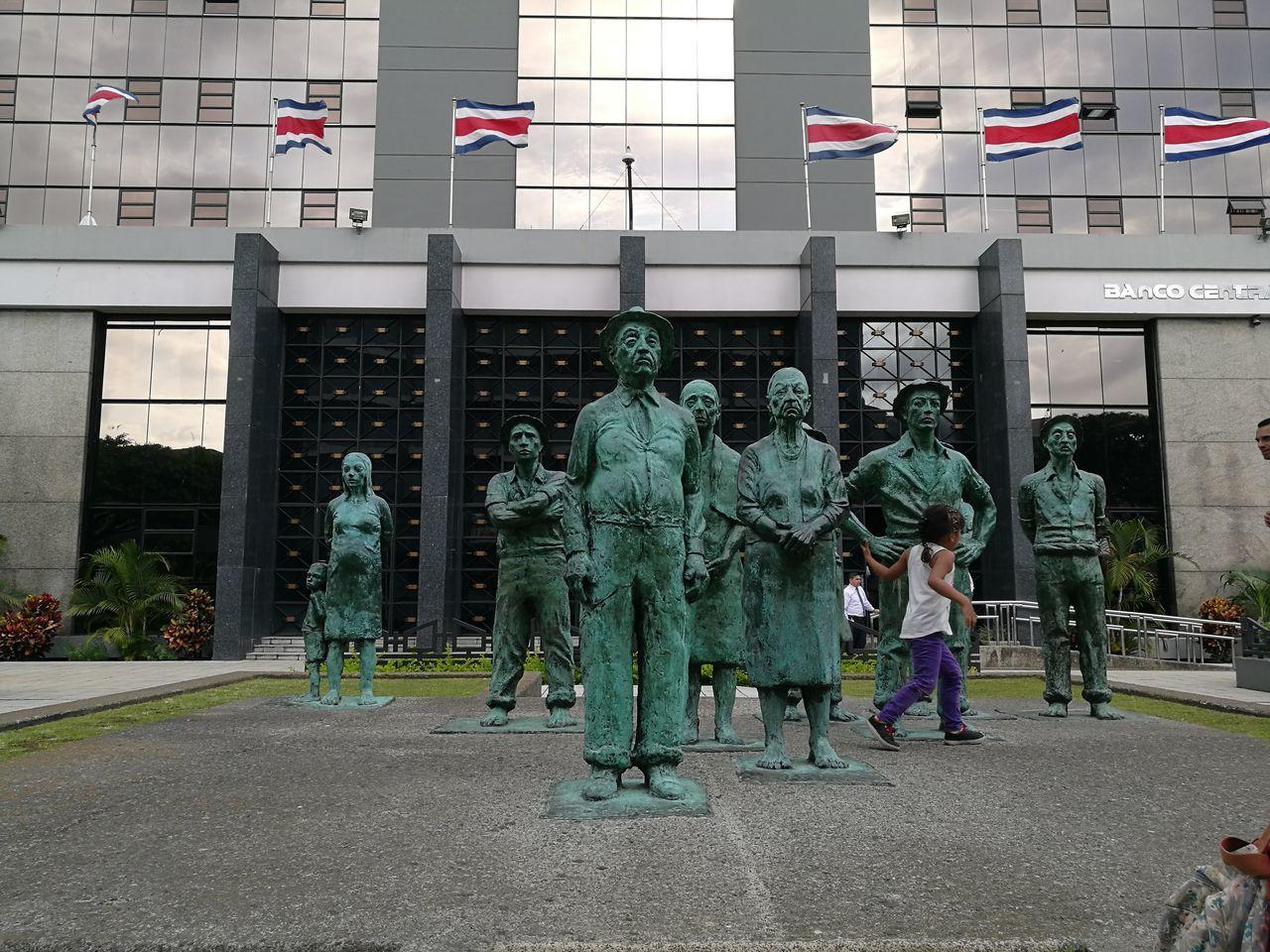 Esculturas Y Estatuas Frente Al Banco Central Costa Rica Adolfo Rodriguez