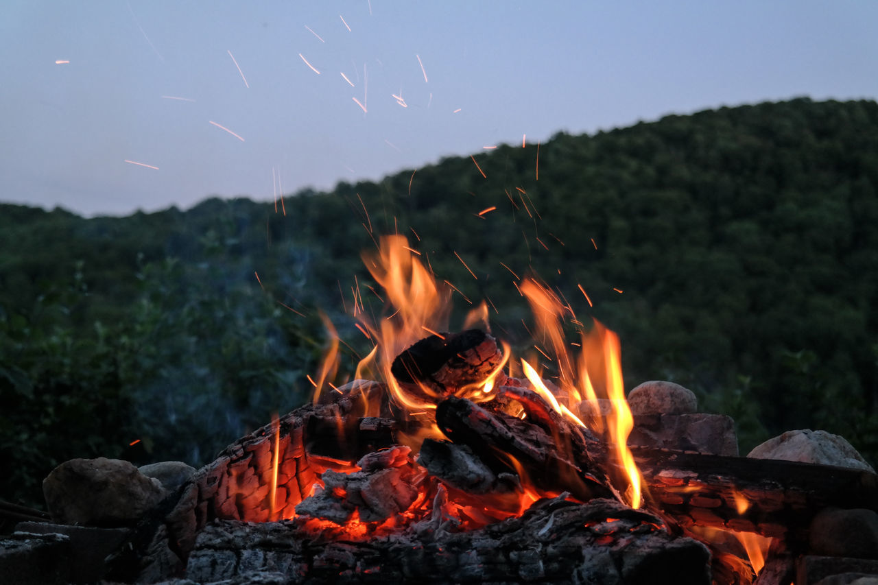 Beautiful stock photos of fire, Bonfire, Burning, Camping, Dusk